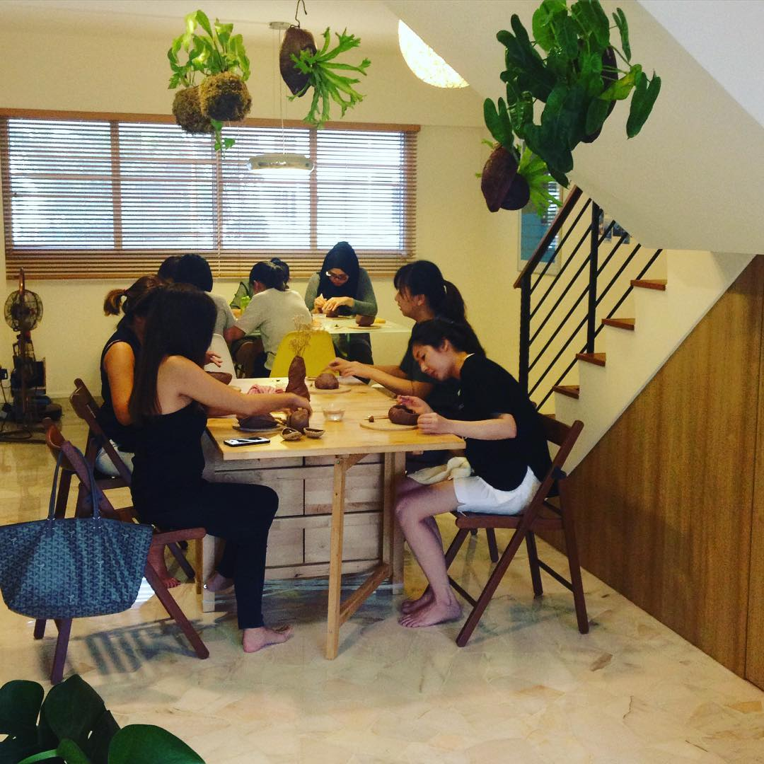 Beautiful rainy afternoon with our  workshop participants! We are always amazed at the creativity, patience and joy of our participants, most of whom have never touched clay in their lives. There must be something inside all of us that compels us to create with our hands.  #pottery #clay #ceramics #workshop #sgworkshops #thingstodo #making #craft #art #meditative #studioasobi #singapore